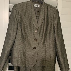 Le Suit Women's Skirt Suit - Size 16